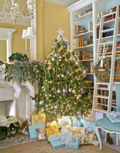 holiday-christmas-tree-de-70542206